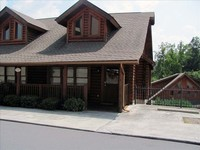 Roomy Cabin Near Dollywood Parkway with Indoor Outdoor Pools
