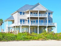 Beach Front 5BR 4BA Home - 2 Separate Living Areas Pool Table - Close to Town