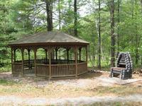 Maison en bois moderne sur les sentiers de randonn e VTT lac priv