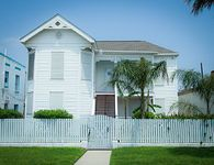 See the Beach Walk to Beach - 3 BR 2 Bath Welcomes Up to 12 People