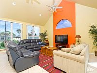 Deluxe Townhouse on the Bay Private balcony Pet friendly