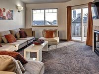 In-City Townhouse - Mid-week Special 240 n - Private deck w BBQ - Sleeps 7