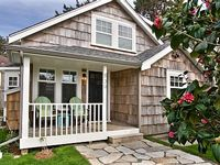 The Camellia House with Coastal Charm and Comfort - close to town beach