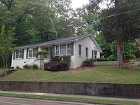 Ideal Location Quiet Neighborhood Short walk to The Square and Ole Miss Campus