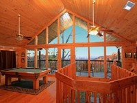 Luxury Cabin Amazing View WIFI Pool Pl table Good rds Late C 0 mins to PF