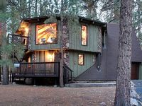 TREE HOUSE IN THE PINES - ESCAPE TO PARADISE - LOCATION LOCATION LOCATION