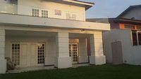 Modern townhouse 4 suites 4 full baths and one half bath very close to beach