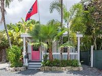 A Stylish 2Bd 2 5Ba Caribbean Surprise Right off Duval with Backyard Oasis