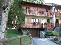 Chalet with 4 bedrooms for 9 people at walking distance from ski slopes