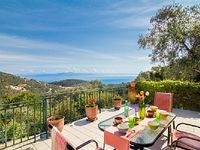 Melissa enjoys panoramic views from its private pool and from its huge terrace