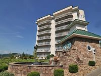 Luxury 2BD 2BA Spacious Condo - Golf Vista 141 - Heart of Pigeon Forge