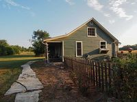 Prairieside Cottage Charming Private Property Nestled In The Flint Hills