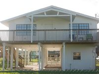Nicely Furnished Sleeps 8 Fenced Spacious and Close to Beach Park
