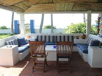 Beautiful Beachfront Villa - Family Friendly Steps from the Ocean Metalio