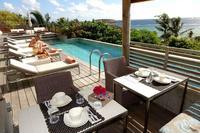 Suite de Luxe dont une terrasse et jacuzzi ont une vue exceptionnelle sur la lagune