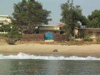 3 bedrooms sleeps 6 2 bathroom cabinets beach access Garden Terrace