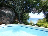 BOUGAINVILLIERS Very Private and Charming Villa With Sea View Close to the Beach