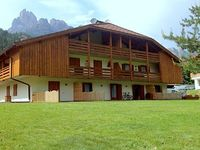 Chalet 2 Bedrooms 1 Bathroom Sleeps 6