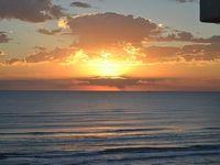 1 Bedroom sleeps 4-6 beach balcony comfy living area City Permit 2016-087591