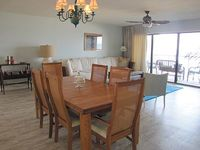 Top floor newly remodeled condo with AWESOME VIEW POOL TENNIS FISHING PIER