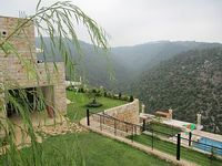 Beautiful villa with swimming pool in the mountain