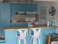 Studio Apartment Steps To Coral Beach- Sleeps 3 - Beachfront And Oceanviews