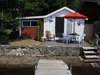 Cottage 1 bedroom with twin beds - queen bed in the living room - sleeps 4