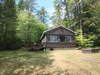 Maine Log Sided Cabin With 3 Brs Located On A Private Lot With Sandy Beach