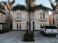 Modern 2 Bedroom 2 Bathroom Units Completely Remodeled Near The Beach