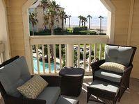 Beachfront beach pool view top floor luxury condo Deal August bookings