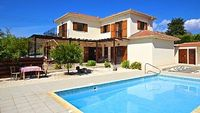 Detached Villa with pool garden 4 beds 3 bathrooms wc sleeps up to 8 Village location