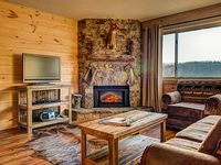 Newly remodeled to look like a Mountain Lodge Views of Mount LeConte