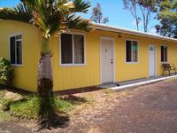 Aloha Bargain Cottage - 49 Close to Ocean Kitchen Wi-Fi Private No Fees Quiet