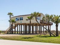 Relaxing Beachfront Escape with Panoramic Gulf Views in Jamaica Beach