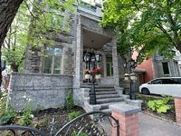 Montreal Chateau 7 minutes from Historical Old Montreal