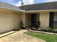 3BR 2 Bath Great Space With A Screeded In Porch