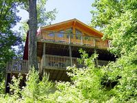 2 story log cabin with Pool Table Hot Tub FP View perfect for a Smoky Mountain Getaway