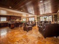 Gulfside Luxury Condo - 3 Bdrs - Perfect Location - Labor Day Specials