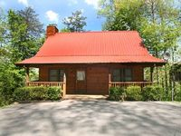 2 bedroom cabin in Gatlinburg perfect for families with a Hot Tub Jacuzzi FP Wi-Fi