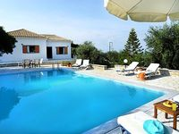 3 bedrooms villa with pool at 50 m from water s edge 5 mns drive from Gaios