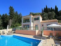 Modern 3 bedroom villa with pool 2 minutes walk from two beaches 5 to Loggos