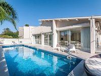 Magical Villa Front Of Beach