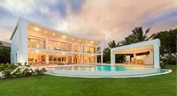Villa Rosana is equipped with 4 bedrooms 4 5 bathrooms All rooms with A C