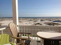 1 Bedroom Sleeps Six Across From The Beach With Ocean Views
