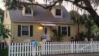 Two story house 3 br 2 bth close to beaches and attractions in the art-district