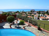 A 2 bedroom 2 bathroom luxury holiday home with stunning sea views
