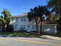 Townhouse with 2 Bedrooms 1 Bath close to the beach