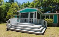 Cozy Renovated Cottage - LOCATION 5 min to Beach 2 min to Boat landing