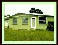 Super South Sarasota Location with Kayak Available