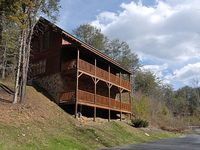Pigeon Forge cabin near downtown CAMELOT 266
